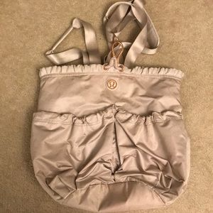 Lululemon gym bag super cute